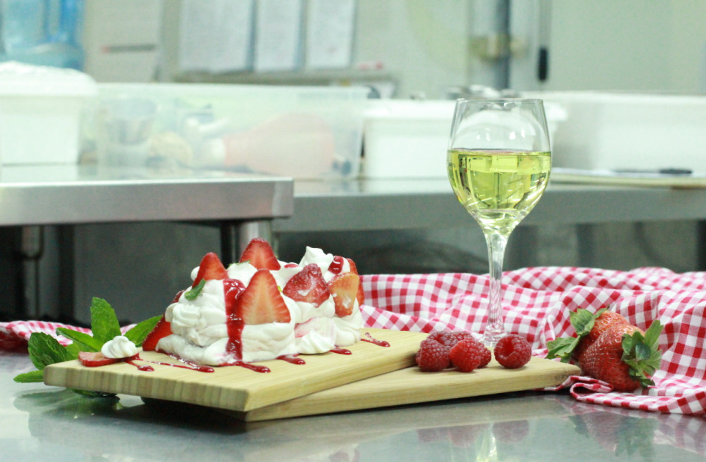 Eton-mess-and-white-wine Red or white? Which wine is best to accompany your food?